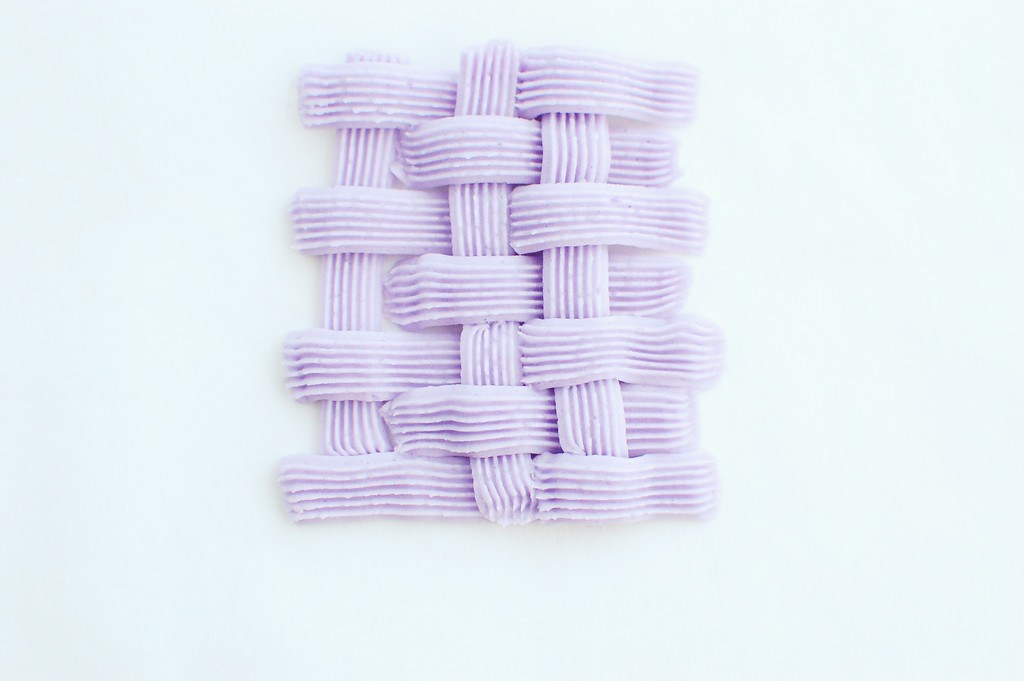 step-by-step tutorial on how to pipe basket weave
