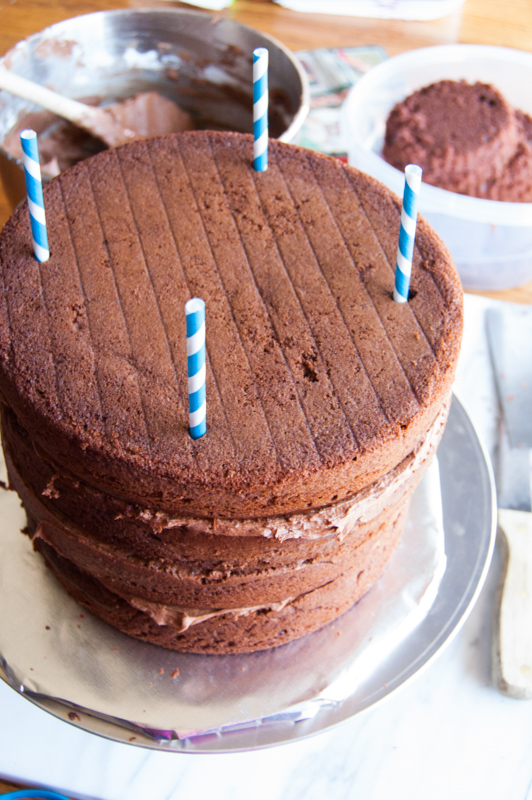 straws to keep the cake layers in place